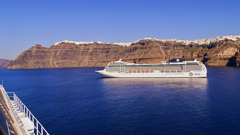 How many days in Santorini - Cruise boat near Santorini