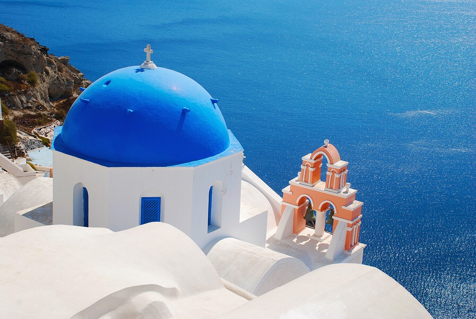 How many days in Santorini - The famous blue domed church