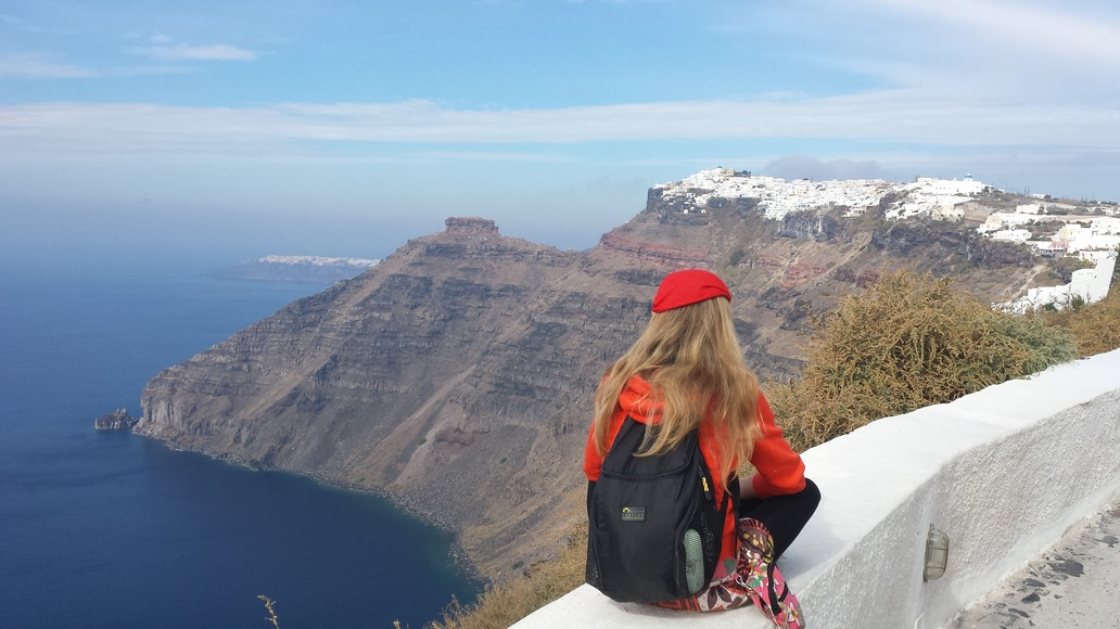 Walking from Fira to Oia in Santorini Greece