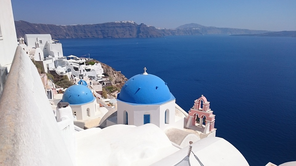 Things to avoid in Santorini - The famous blue domed church