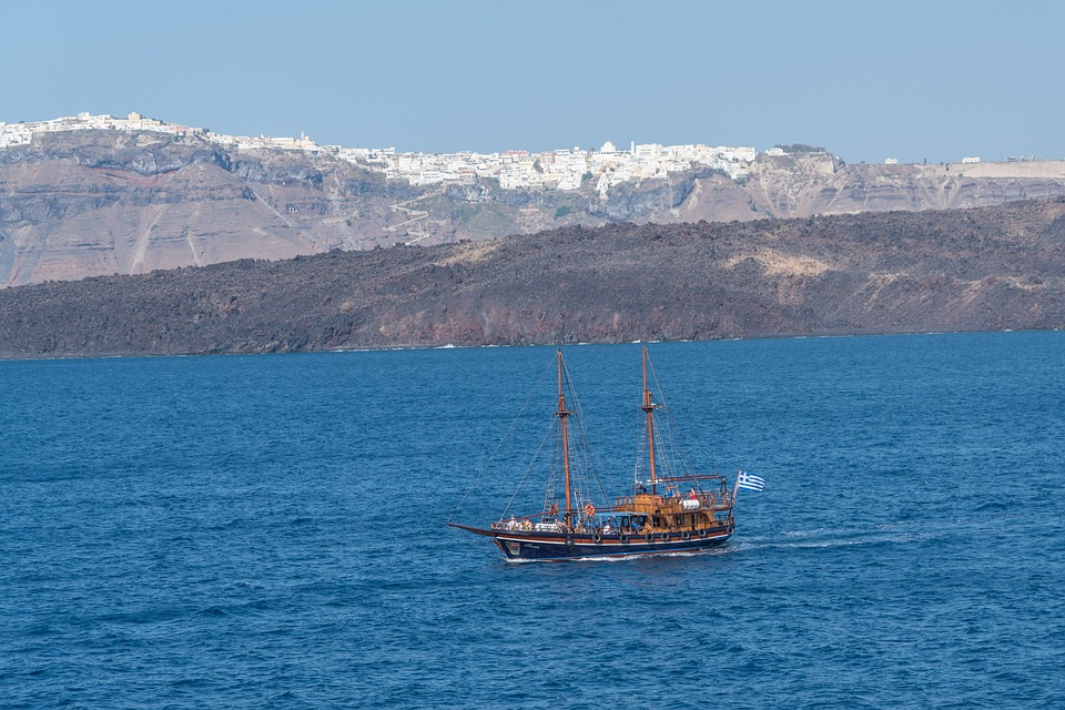 How many days in Santorini - Sailing trip to the volcano
