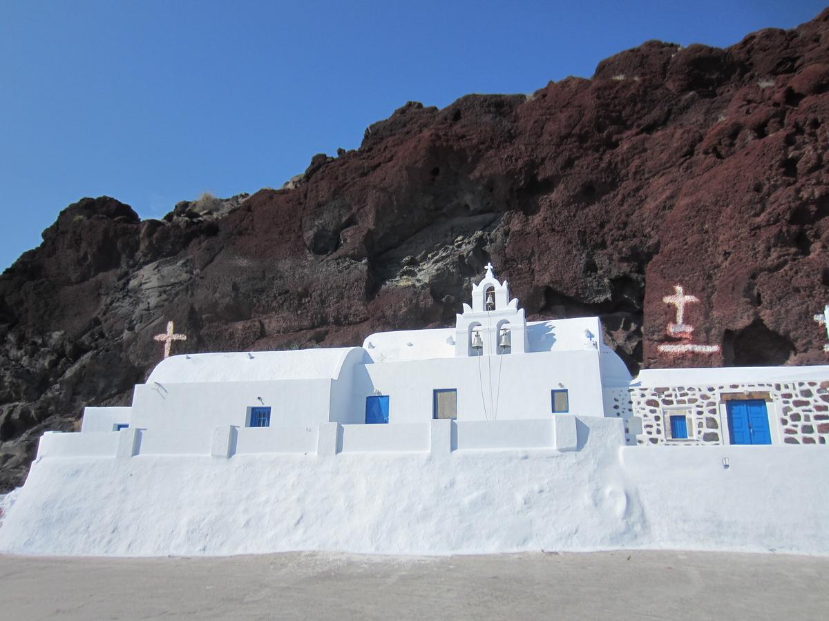 Greece 2 week itinerary - A church in Santorini