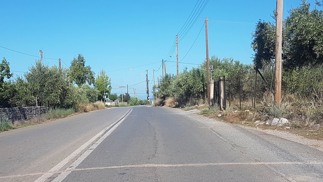 Driving in Greece - Regional road in bad condition