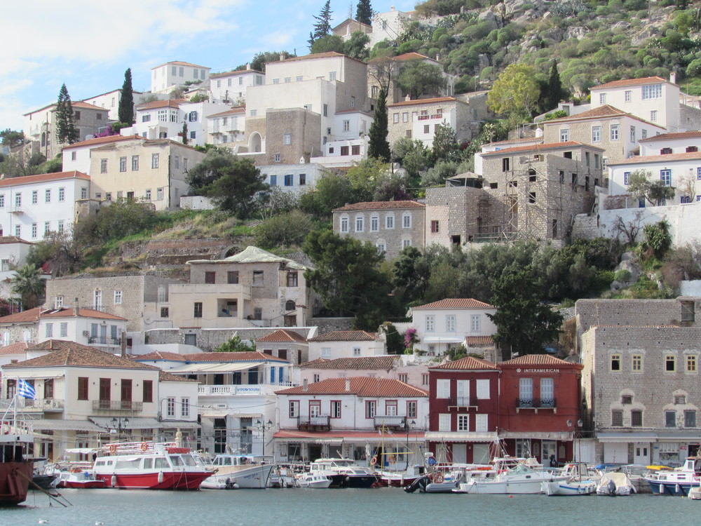 Island hopping in Greece on a budget - No cars in Hydra