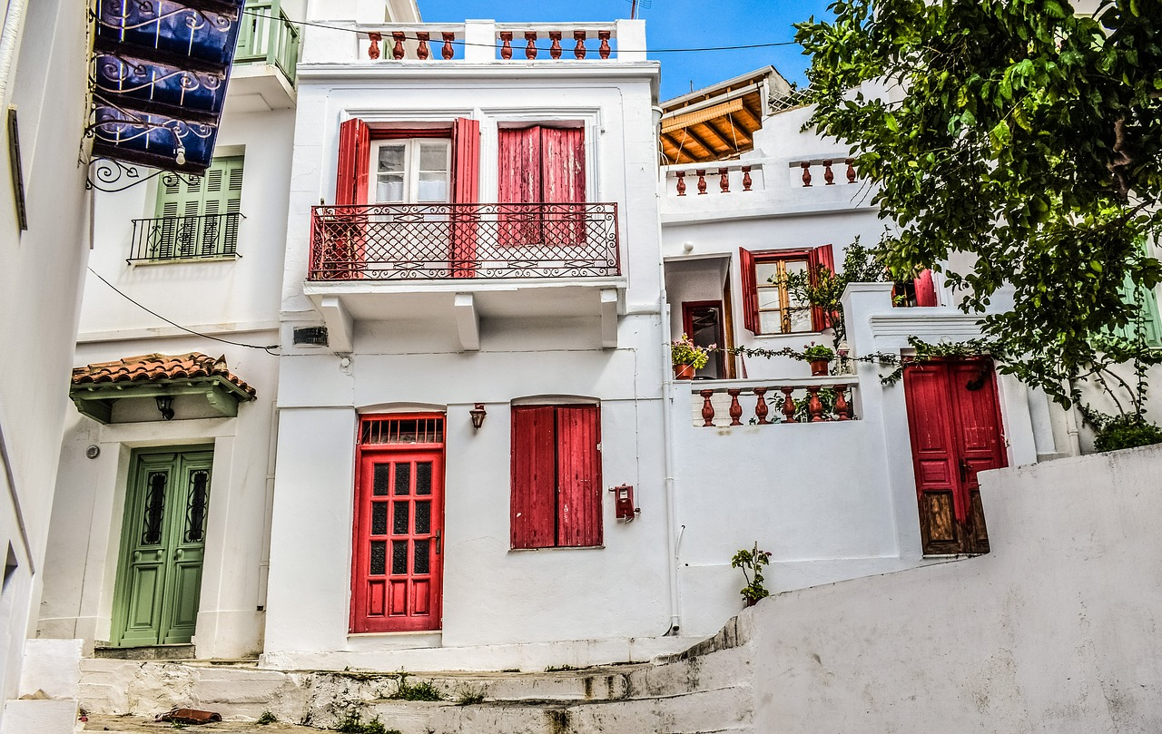 Greek island hopping to visit the Chora in Skopelos