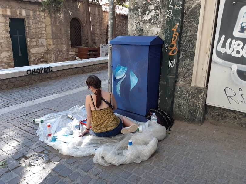 Free things to do in Athens - Street artists creating