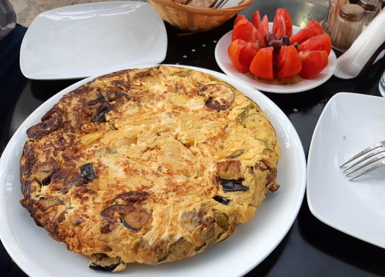 Local food in Tinos Fourtalia omelette