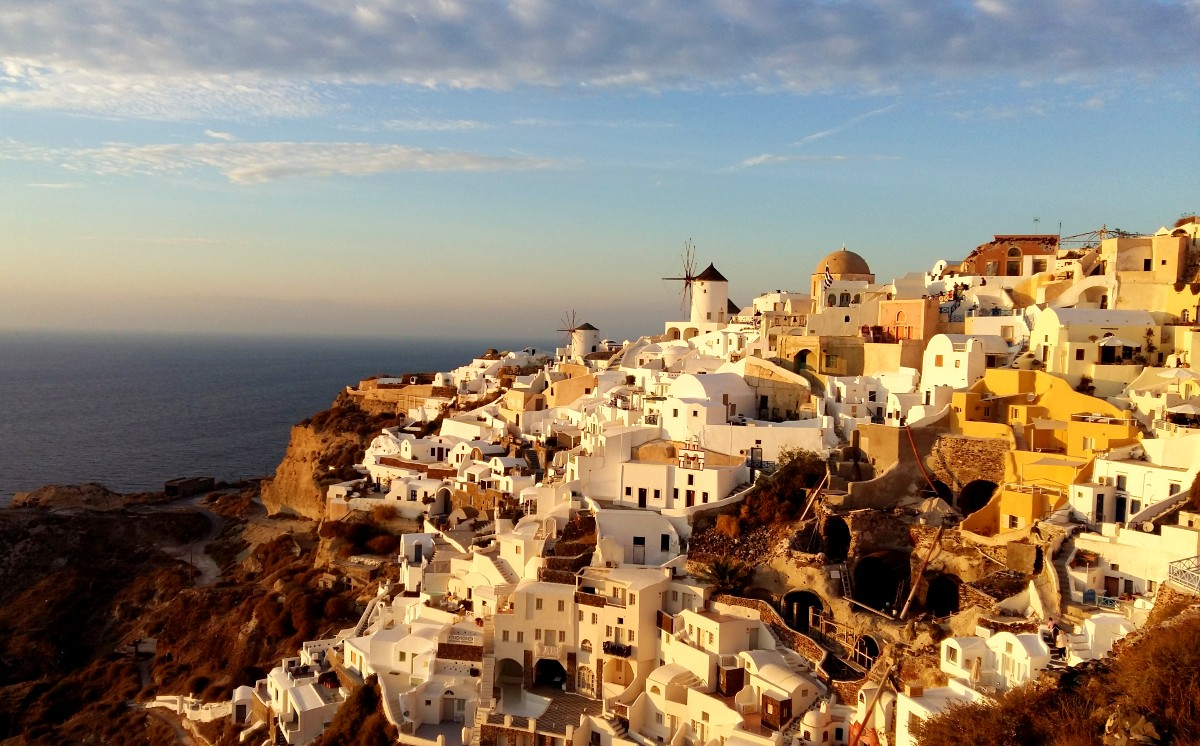 See the sunset in Oia Santorini
