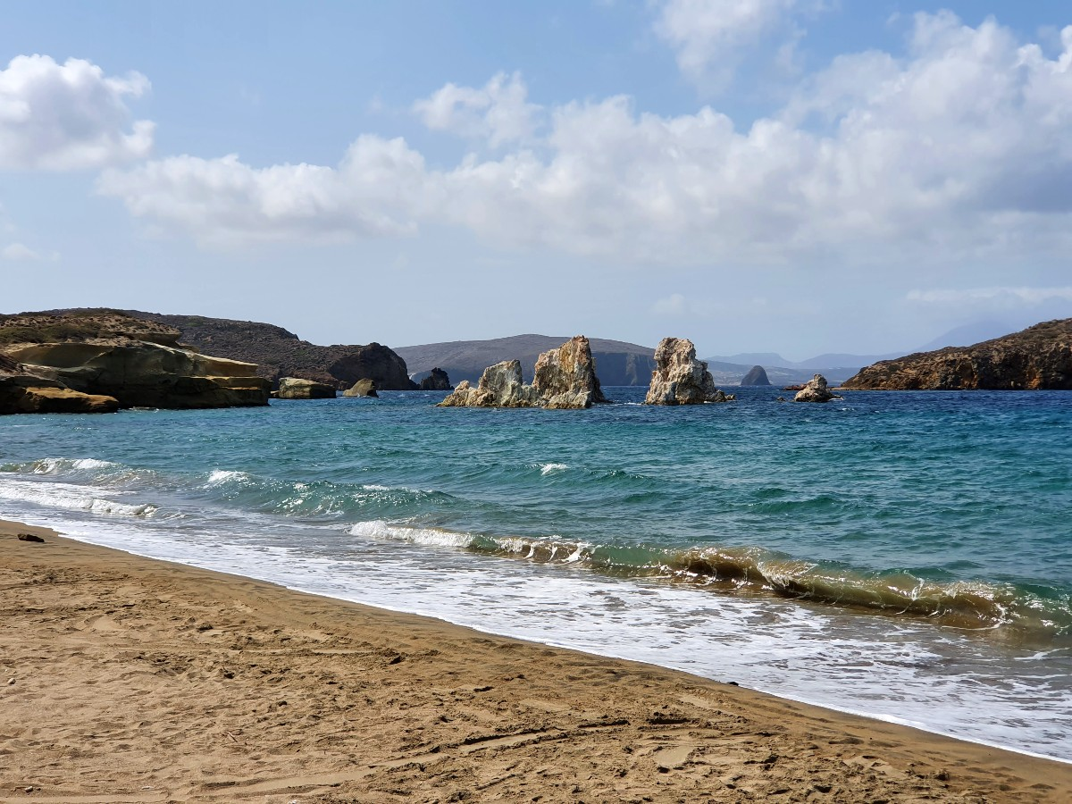 One of the reasons to visit Kimolos are its lovely beaches