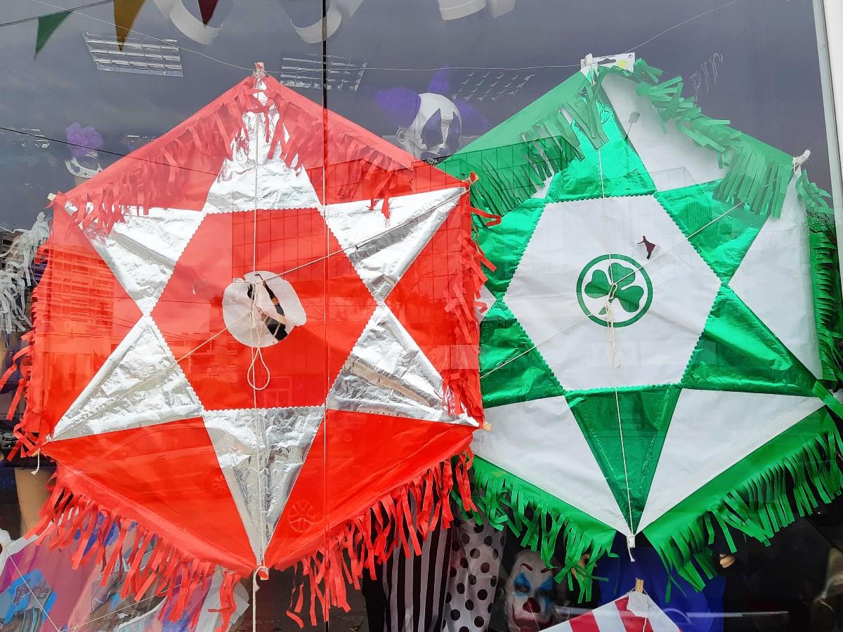 Flying kites for Kathara Deftera