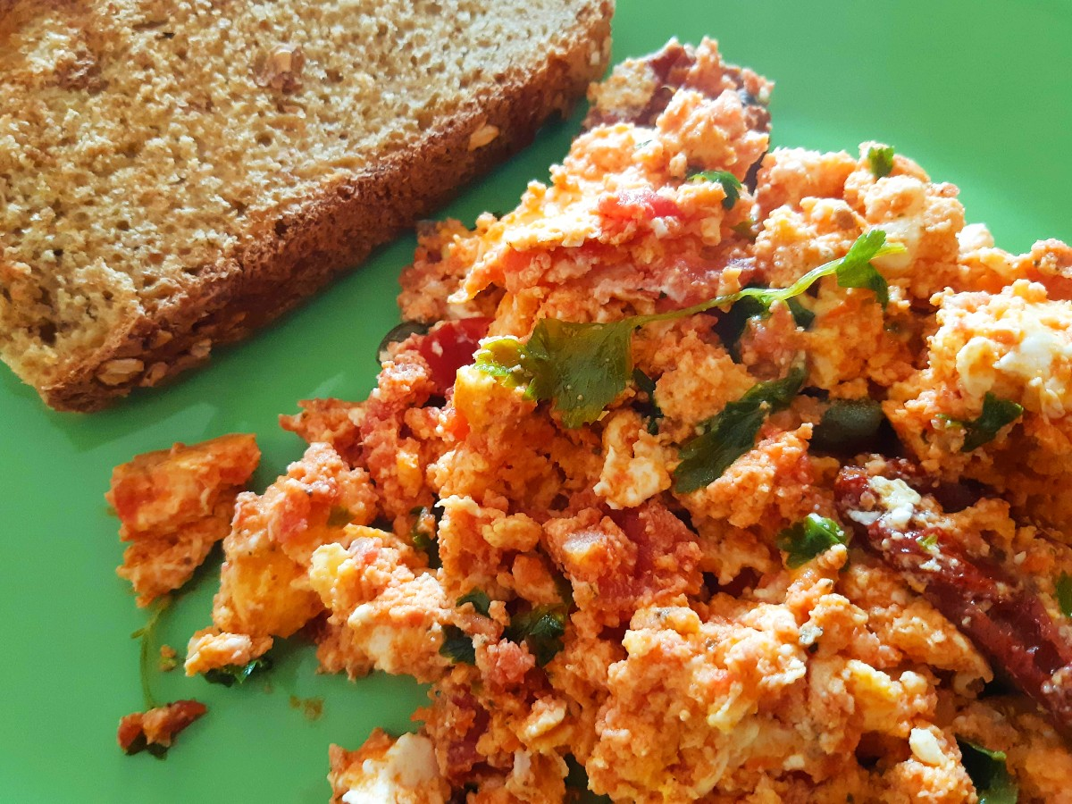 Stapatsada tomato omelette - Greek food