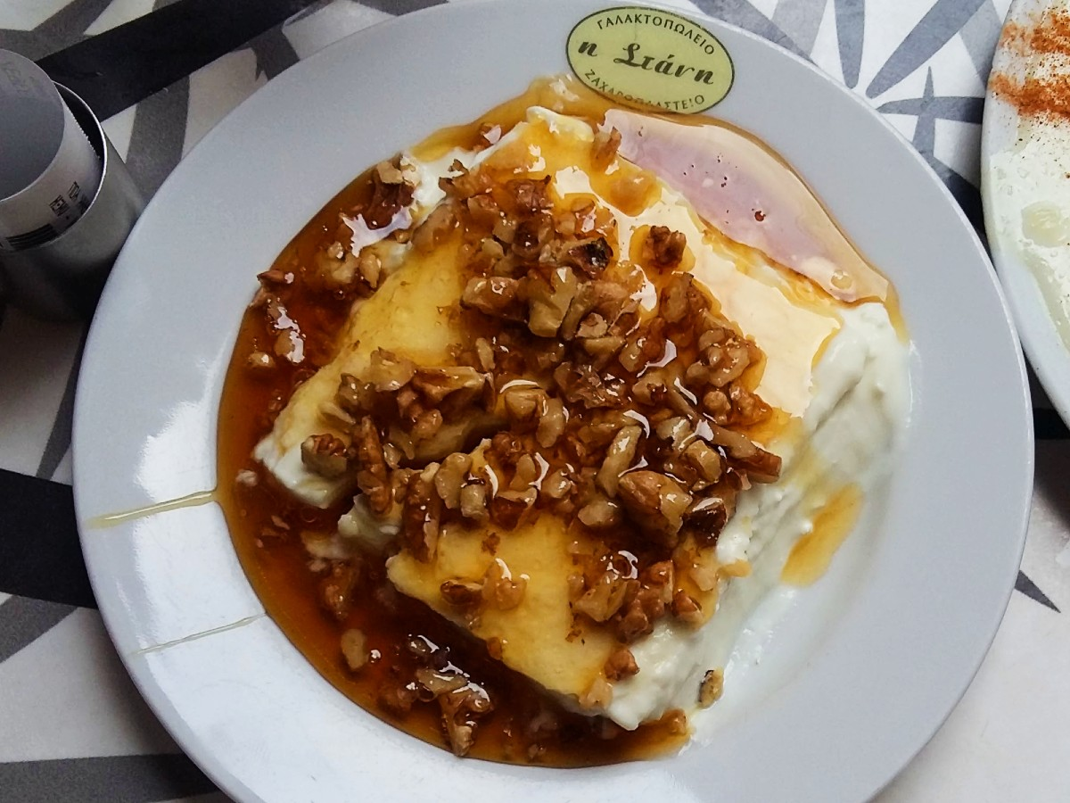 Greek yoghurt with honey and nuts