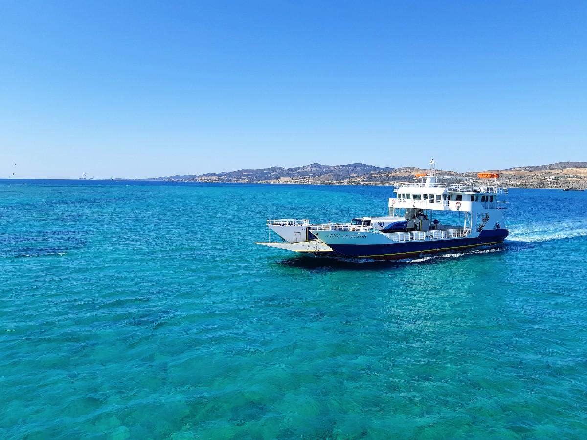Small ferry from Pounta Paros to Antiparos