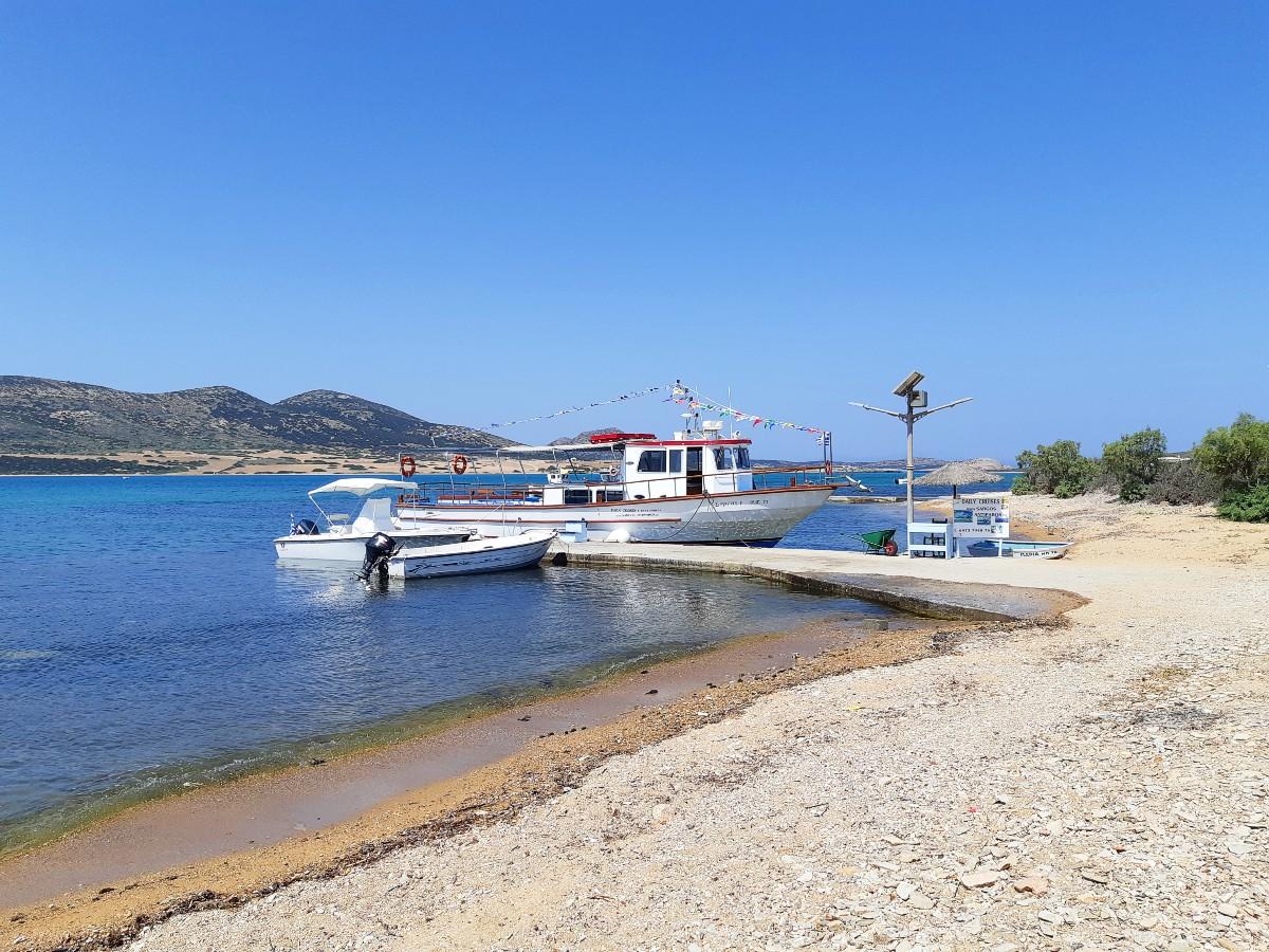 Sargos boat departs from Agios Georgios Antiparos