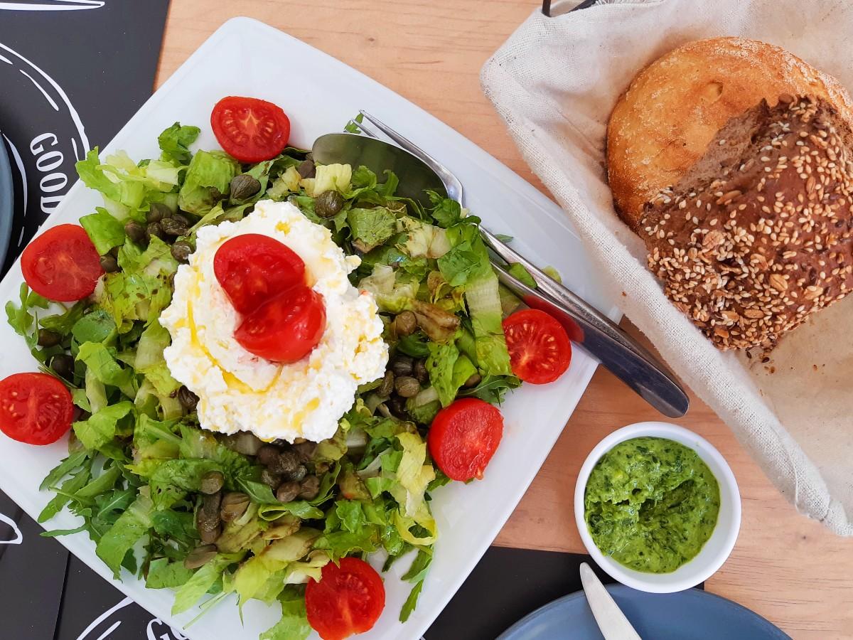 All Greek menus include salads