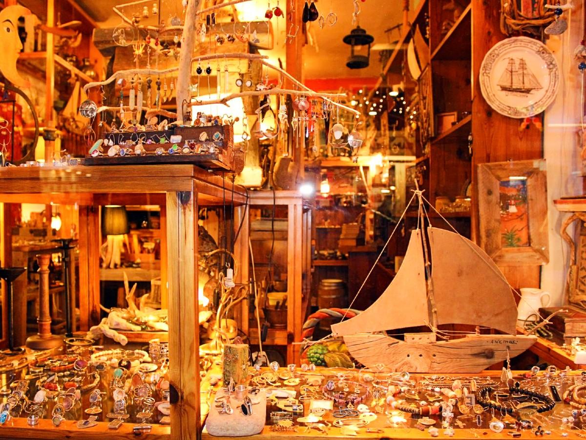 A shop with Greek jewelry