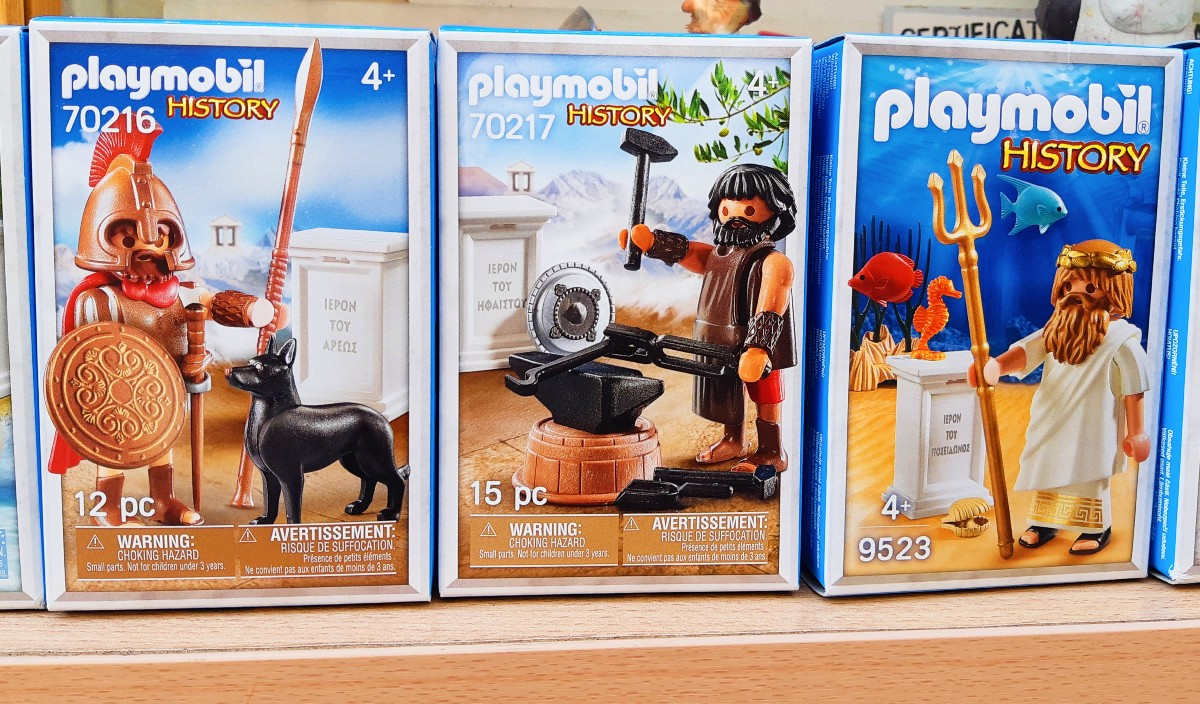 A present from Greece for kids - Playmobil figurines