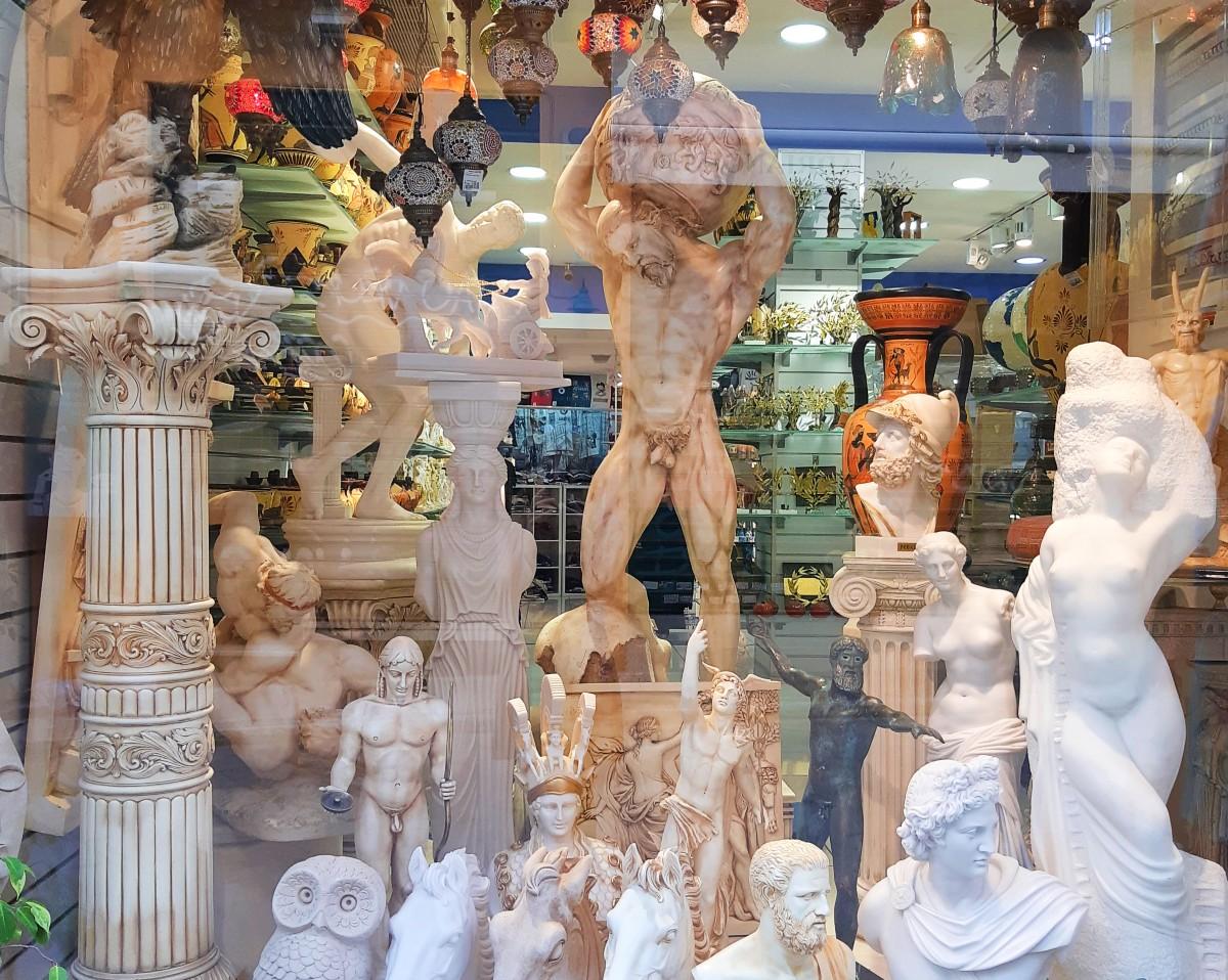 Ancient Greek statue replicas are a unique gift